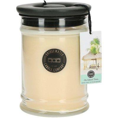 Bridgewater Candle Company duża świeca zapachowa w szkle 524 g - On Island Time