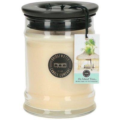 Bridgewater Candle średnia świeca zapachowa w szkle 250 g - On Island Time