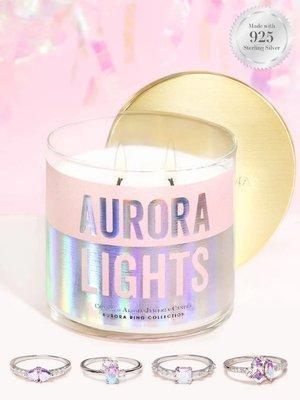 Charmed Aroma sojowa świeca zapachowa z biżuterią 12 oz 340 g Pierścionek - Aurora Lights