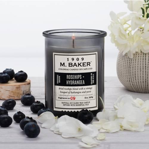 Colonial Candle M. Baker sojowa świeca zapachowa w słoju 8 oz 226 g - Rosehips & Hydrangea